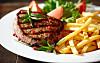 RØDT KJØTT: Forskere mener at vi bør halvere kjøttmengden vi spiser til for eksempel middag.   Foto: Getty Images/iStockphoto