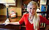SHOPPET IKKE PÅ ET ÅR: Motejournalist Sofia Hedström ga seg selv forbud mot å shoppe i 365 dager. Og resultatet var så bra, at nå anbefaler hun alle å prøve det samme - i alle fall i en måned. Foto: Per Ervland