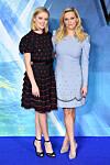 SOM MOR, SÅ DATTER: 19 år gamle Ava Phillipe er som snytt ut av nesen på sin vakre skuespillermor Reese Witherspoon. Se det fantastiske Vogue-fotografiet i saken! Dette bildet er fra en filmpremiere i London i 2018. FOTO: NTB Scanpix